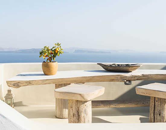 Eettafel met zicht op zee